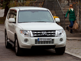 Images of Mitsubishi Montero 5-door 2011