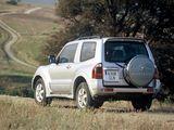 Mitsubishi Montero 3-door 1999–2006 images