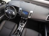 Mitsubishi Outlander 2009–12 images