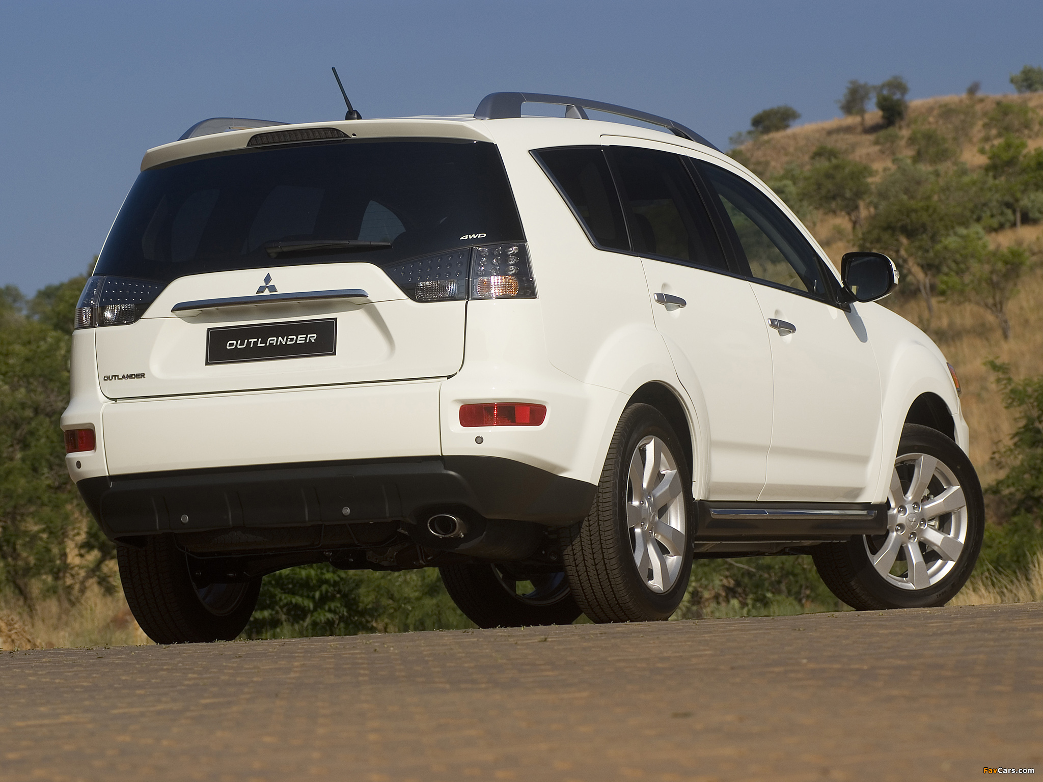 Mitsubishi Outlander ZA-spec 2010–12 photos (2048 x 1536)