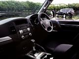 Images of Mitsubishi Pajero 5-door JP-spec 2006–11