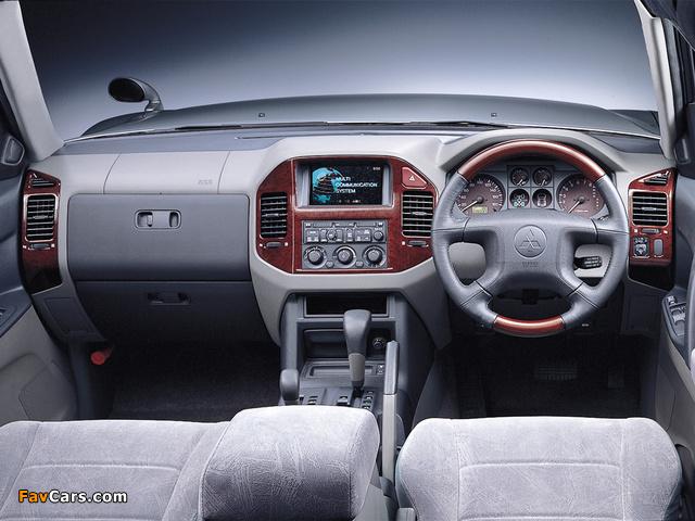 Mitsubishi Pajero LongExceed JP-spec 1999–2002 pictures (640 x 480)