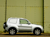 Images of Mitsubishi Shogun 3-door Van 2006