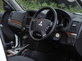 Mitsubishi Shogun Black 2012 photos