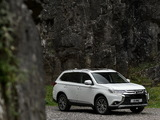 Photos of Mitsubishi Outlander UK-spec 2015