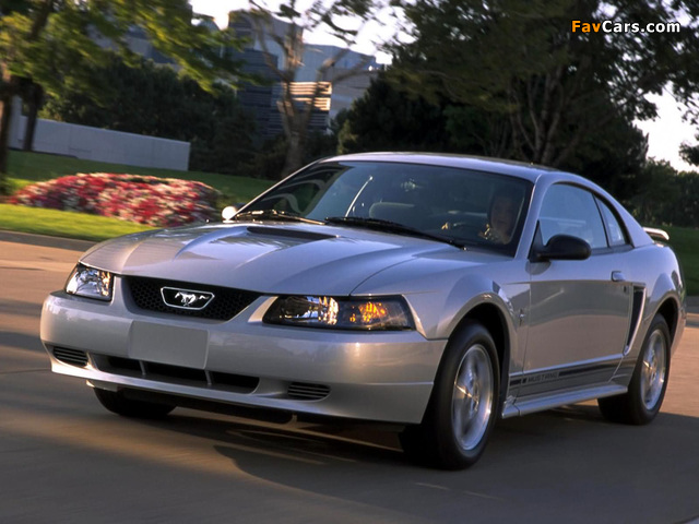 Photos of Mustang GT Coupe 1998–2004 (640 x 480)