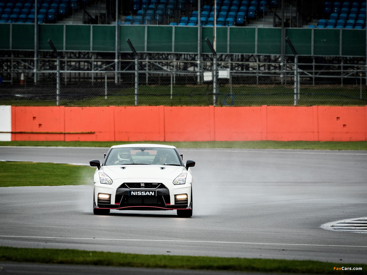Pictures of Nissan GT-R Nismo UK-spec (R35) 2017 (1280 x 960)