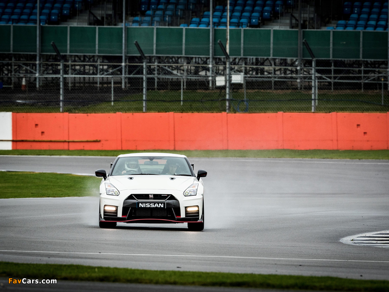Pictures of Nissan GT-R Nismo UK-spec (R35) 2017 (800 x 600)