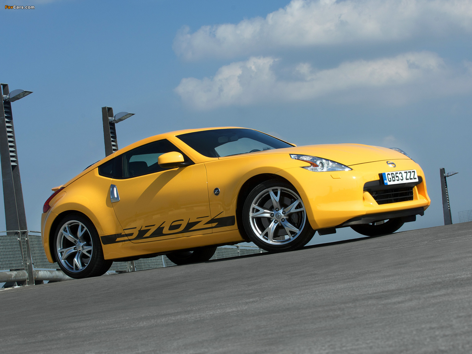Nissan 370Z Yellow 2009 pictures (1600 x 1200)