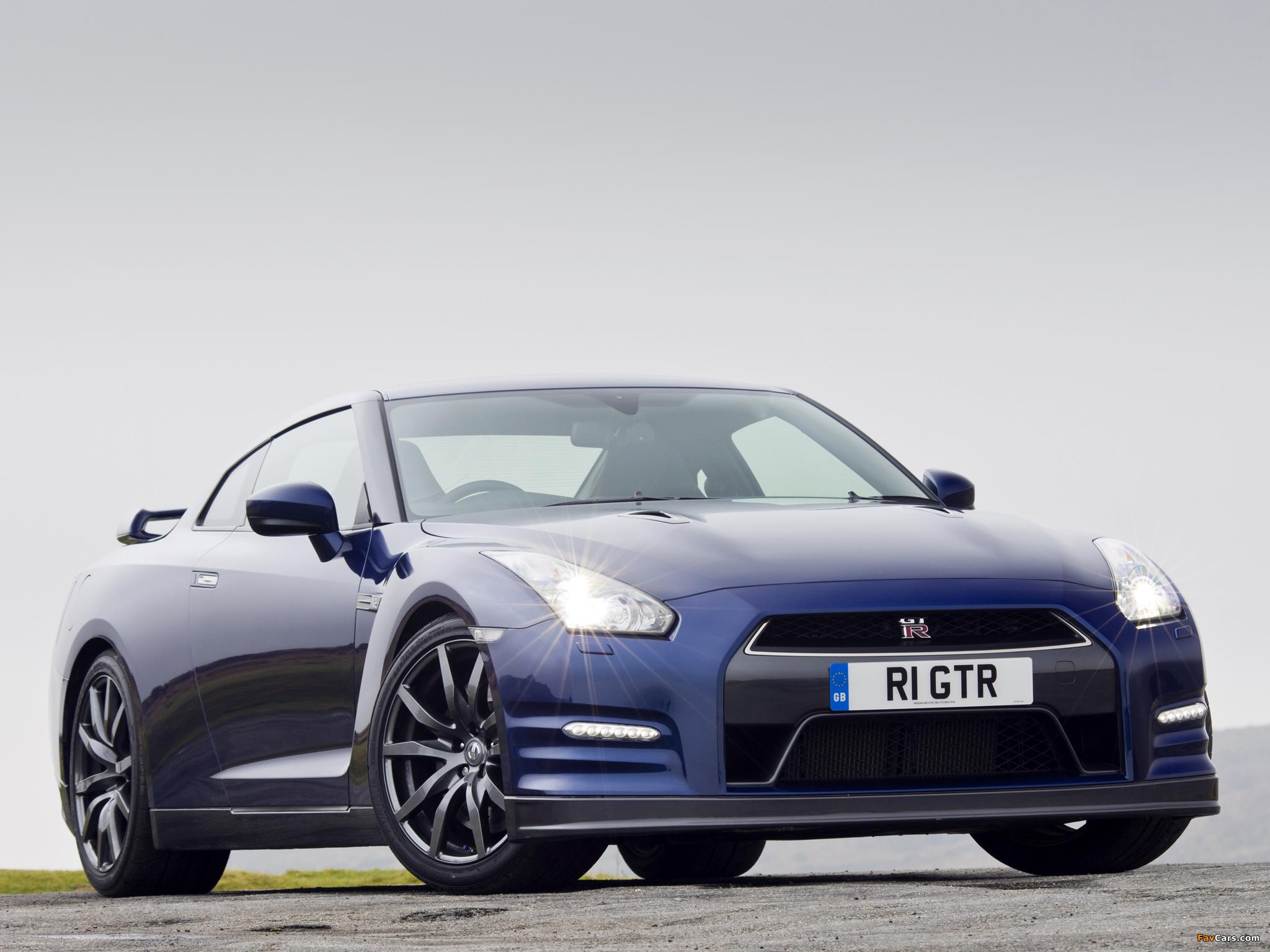 Images of Nissan GT-R Black Edition UK-spec (R35) 2010 (2048 x 1536)