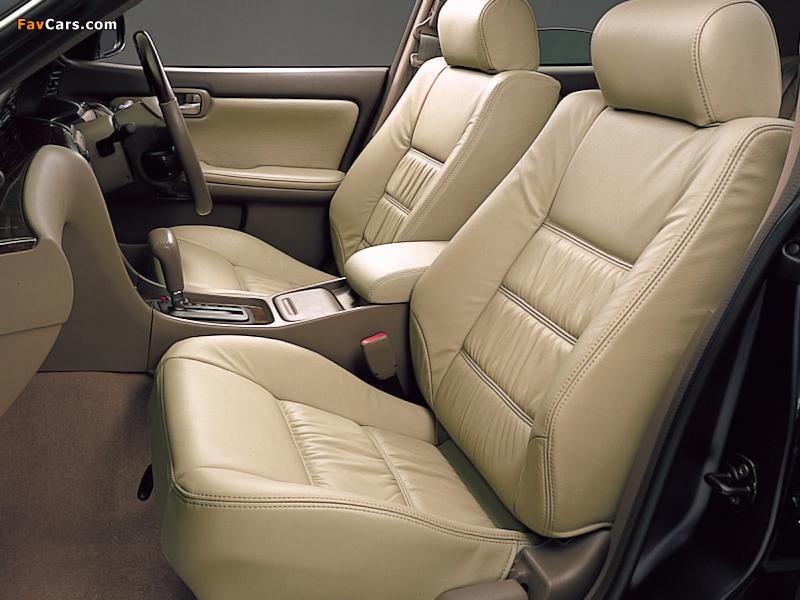 Nissan Laurel (C35) 1999–2002 photos (800 x 600)