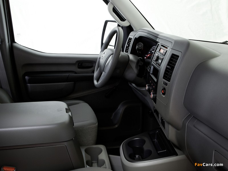 Photos of Nissan NV2500 HD High Roof 2010 (800 x 600)