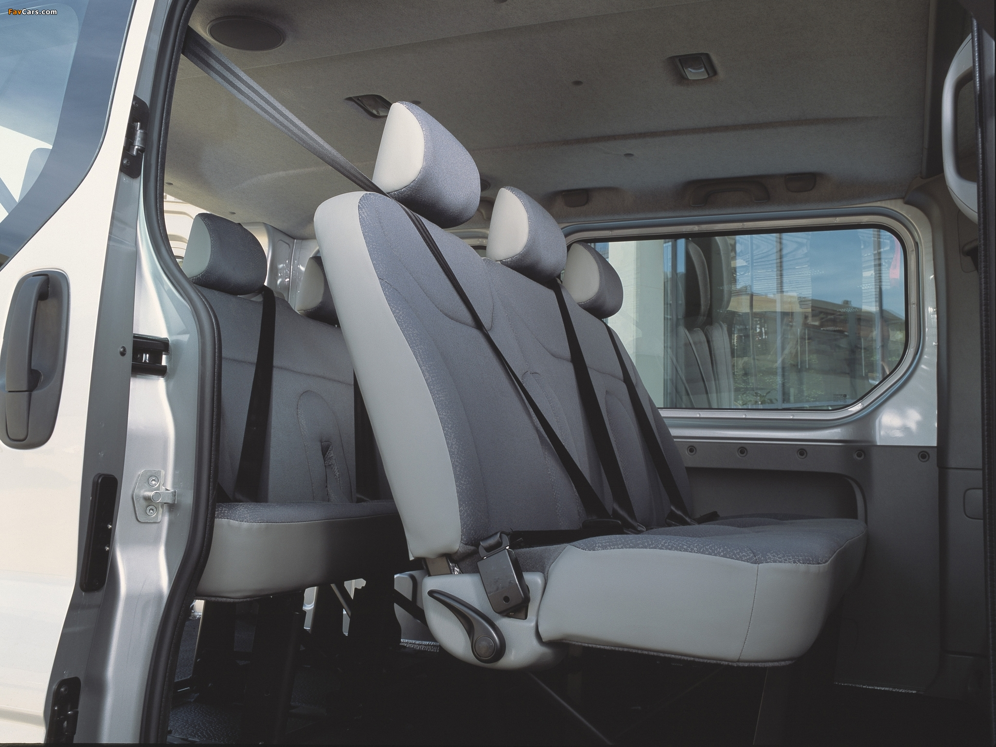 Pictures of Nissan Primastar Van 2002–06 (2048 x 1536)