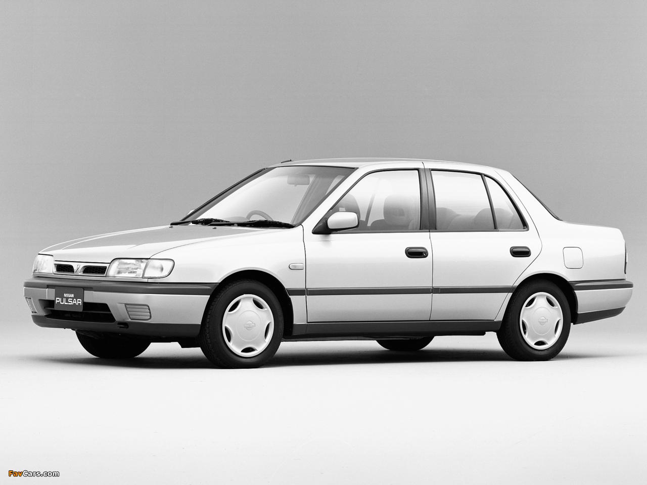 Photos of Nissan Pulsar Sedan (N14) 1990–95 (1280 x 960)