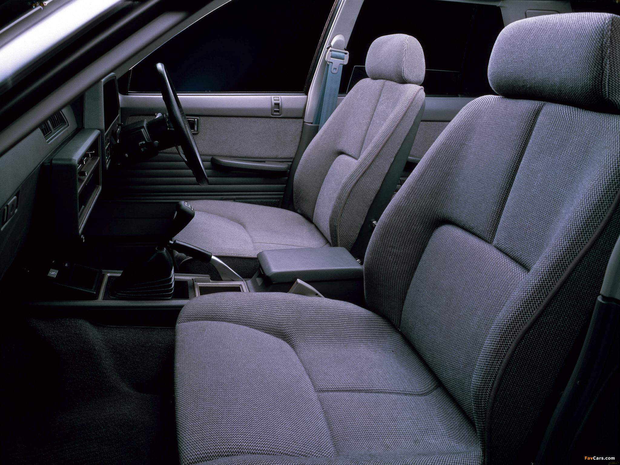 Nissan Skyline 2000 Turbo RS Sedan (DR30JFT) 1983 photos (2048 x 1536)