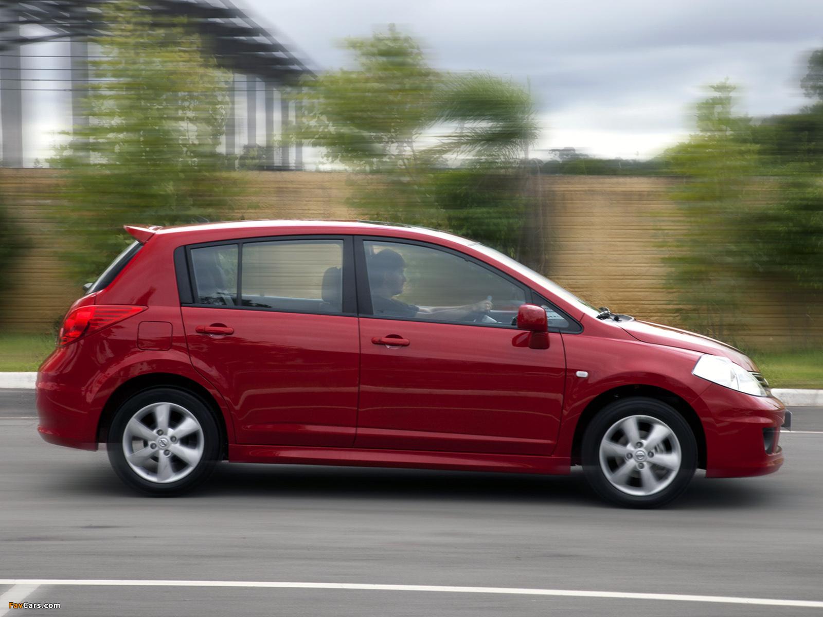 Images of Nissan Tiida Hatchback BR-spec (C11) 2010 (1600 x 1200)
