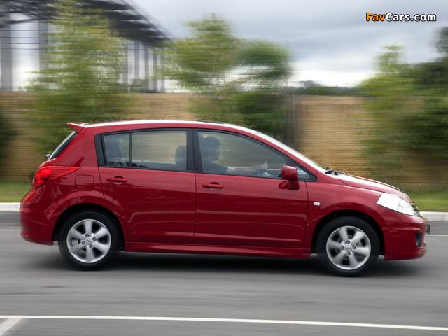 Images of Nissan Tiida Hatchback BR-spec (C11) 2010 (640 x 480)