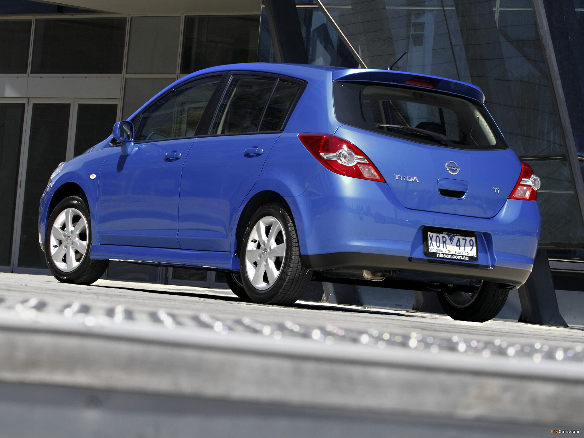 Images of Nissan Tiida Hatchback AU-spec (C11) 2010 (2048 x 1536)