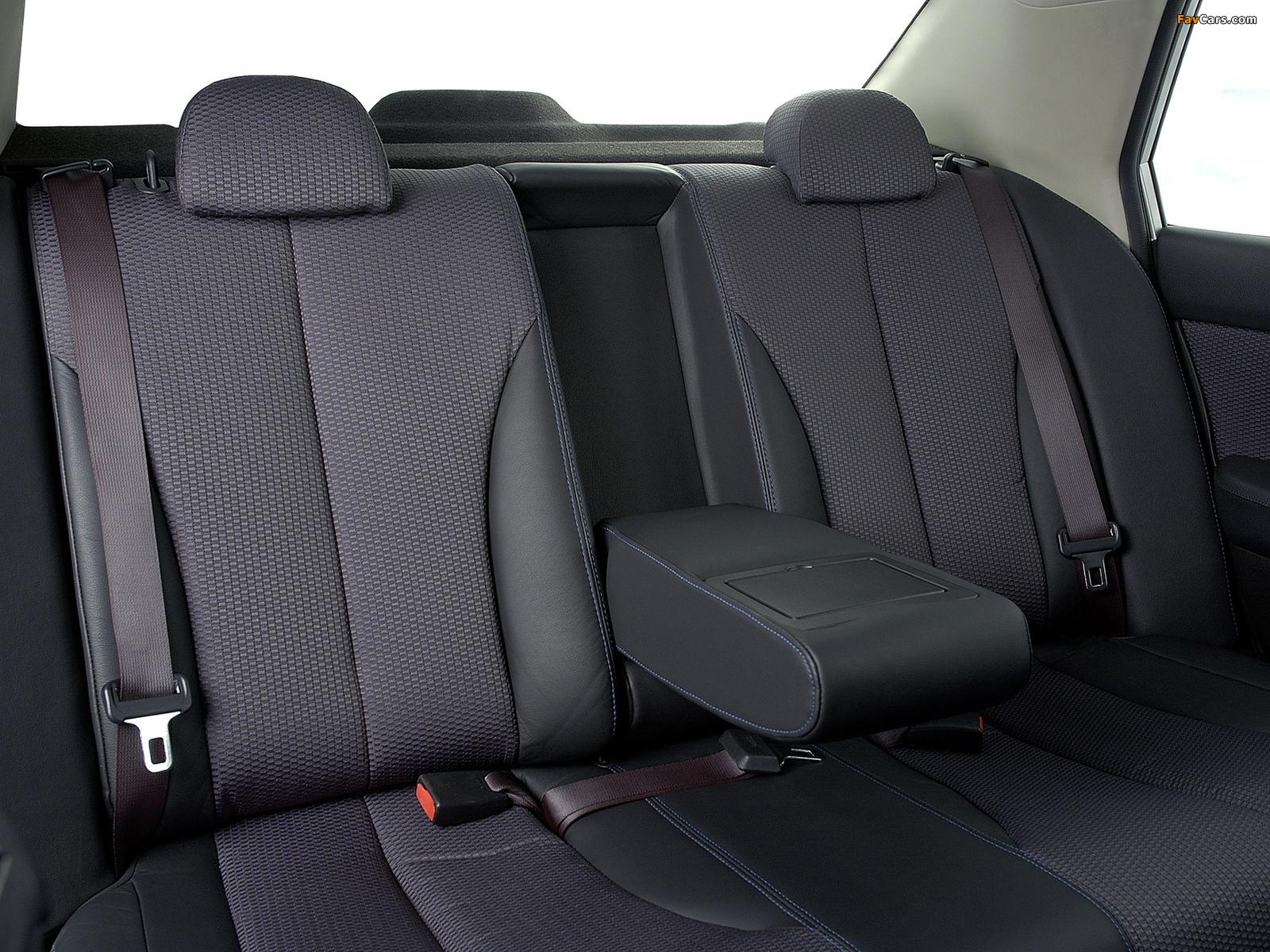 Nissan Tiida Hatchback ZA-spec (C11) 2004–08 photos (1600 x 1200)