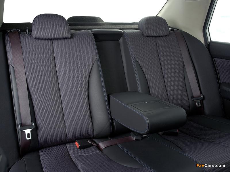Nissan Tiida Hatchback ZA-spec (C11) 2004–08 photos (800 x 600)