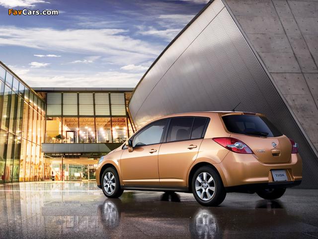 Nissan Tiida Hatchback JP-spec (C11) 2008–12 pictures (640 x 480)