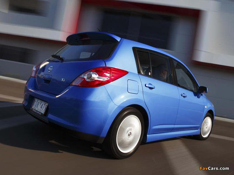 Nissan Tiida Hatchback AU-spec (C11) 2010 photos (800 x 600)