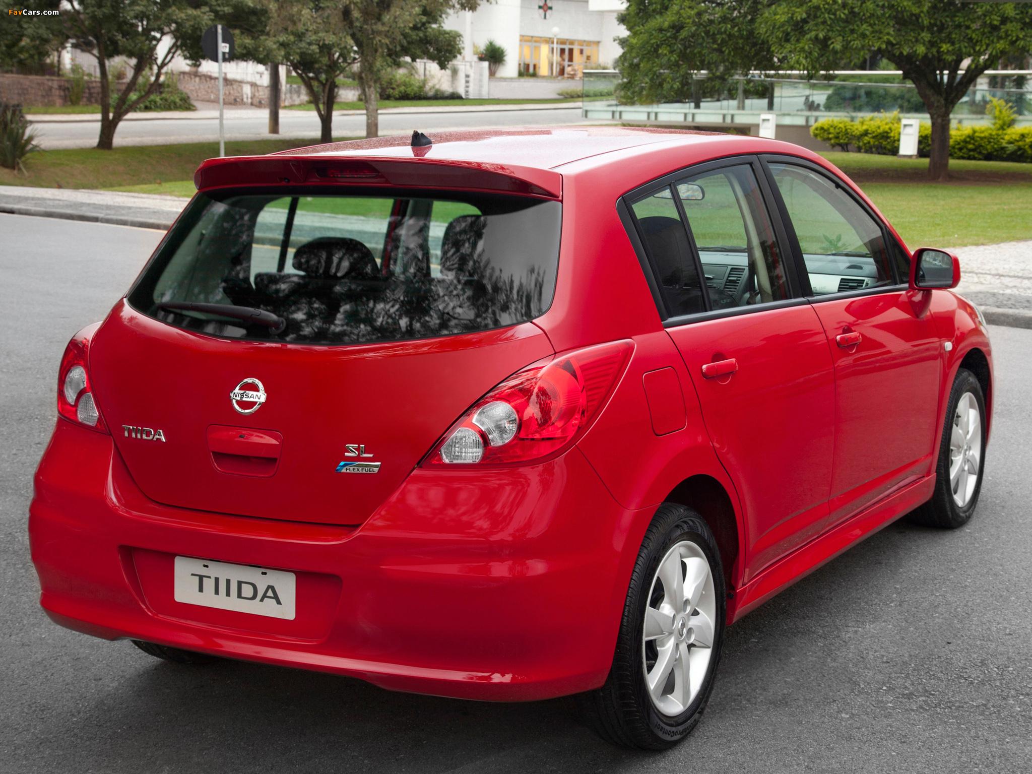 Photos of Nissan Tiida Hatchback BR-spec (C11) 2010 (2048 x 1536)