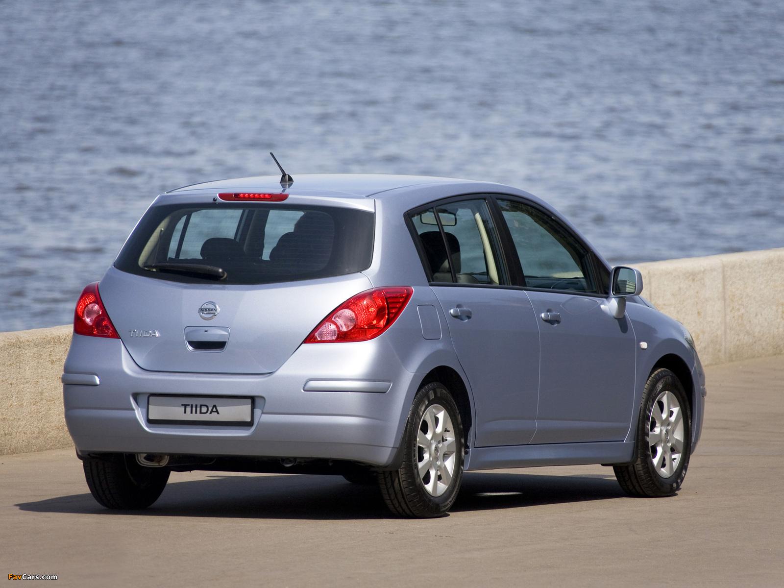 Pictures of Nissan Tiida Hatchback (C11) 2010 (1600 x 1200)