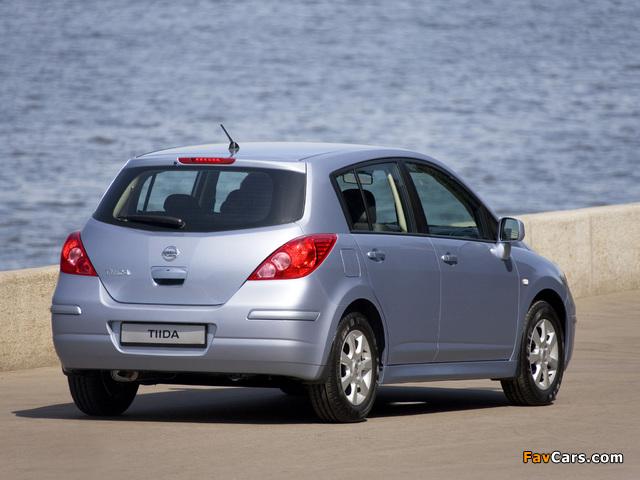 Pictures of Nissan Tiida Hatchback (C11) 2010 (640 x 480)
