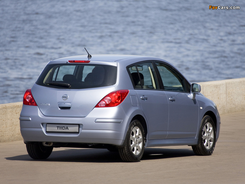 Pictures of Nissan Tiida Hatchback (C11) 2010 (800 x 600)