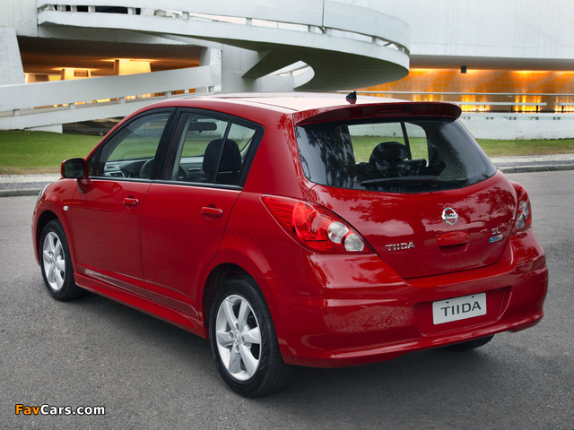 Pictures of Nissan Tiida Hatchback BR-spec (C11) 2010 (640 x 480)