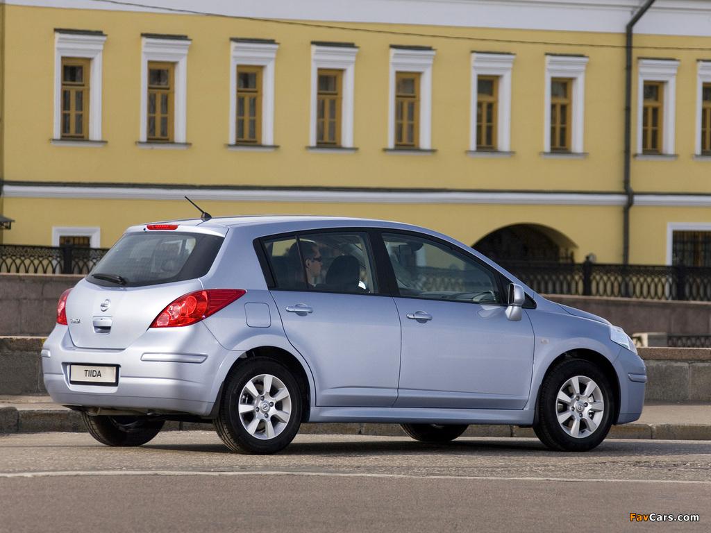 Pictures of Nissan Tiida Hatchback (C11) 2010 (1024 x 768)