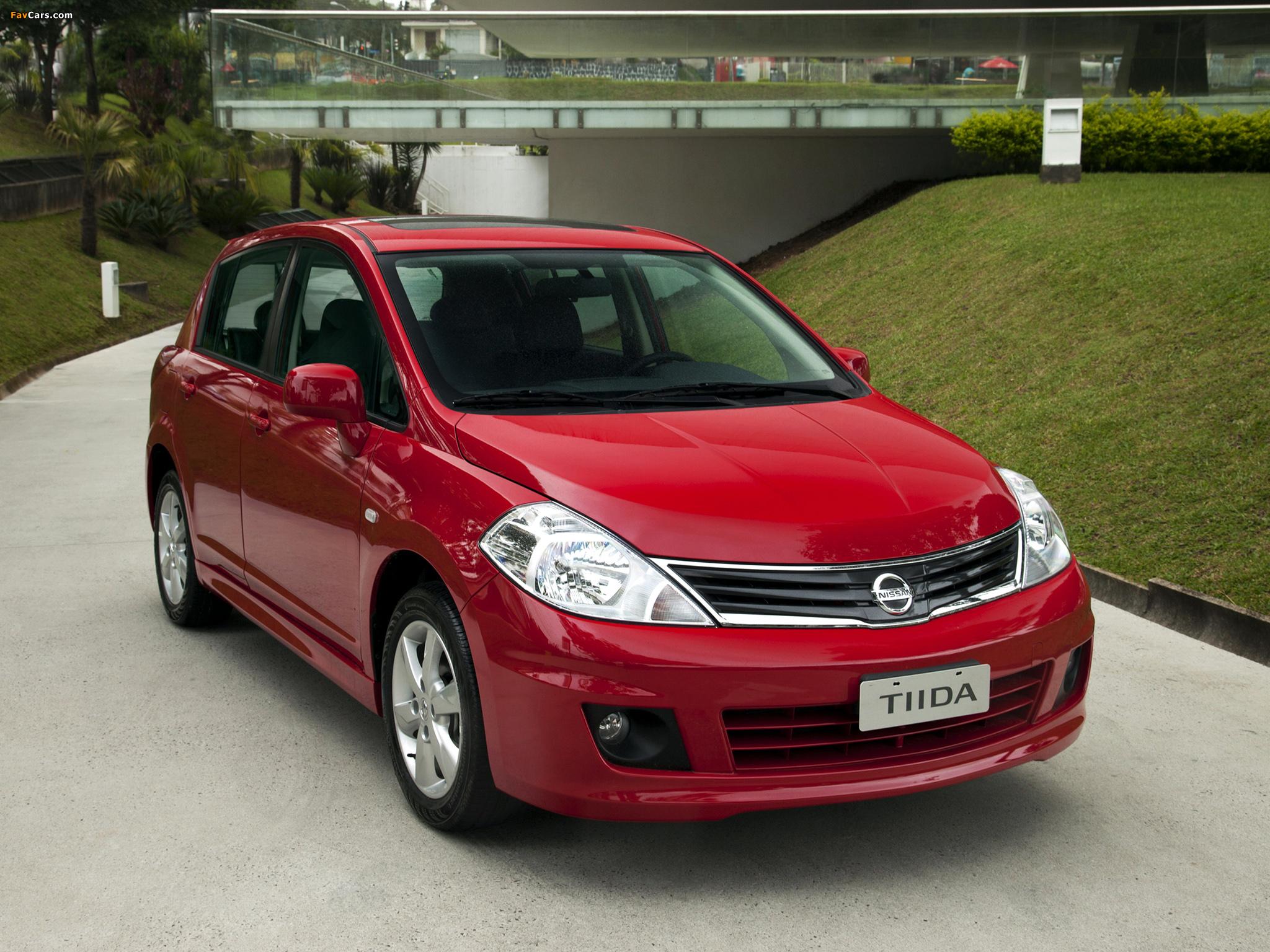 Pictures of Nissan Tiida Hatchback BR-spec (C11) 2010 (2048 x 1536)