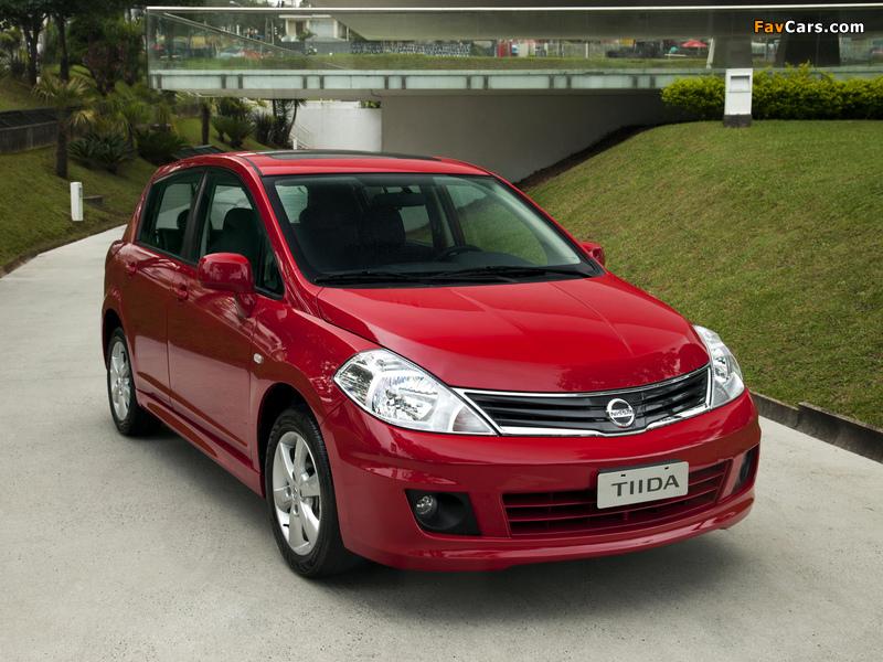 Pictures of Nissan Tiida Hatchback BR-spec (C11) 2010 (800 x 600)