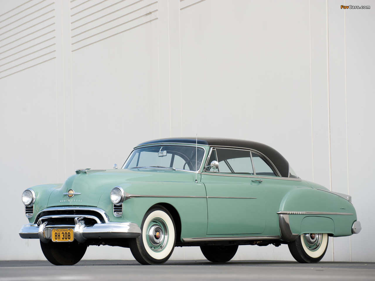 Images of Oldsmobile Futuramic 88 Holiday Coupe (3737) 1950 (1280 x 960)