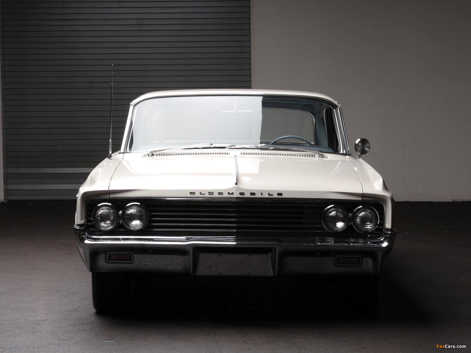 Photos of Oldsmobile Super 88 2-door Holiday Hardtop (3547) 1963 (1600 x 1200)