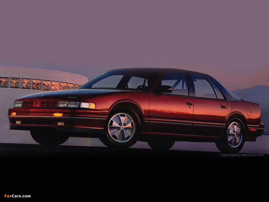 Images of Oldsmobile Cutlass Supreme International Sedan 1990–91 (1024 x 768)