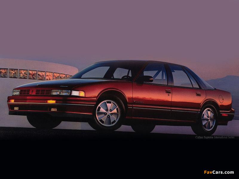 Images of Oldsmobile Cutlass Supreme International Sedan 1990–91 (800 x 600)