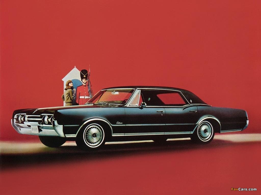 Oldsmobile Cutlass Supreme Holiday Sedan 1967 photos (1024 x 768)