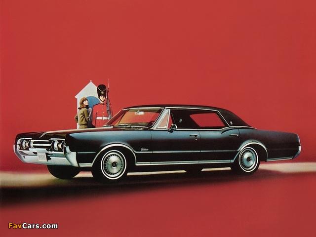 Oldsmobile Cutlass Supreme Holiday Sedan 1967 photos (640 x 480)