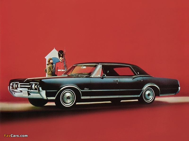 Oldsmobile Cutlass Supreme Holiday Sedan 1967 photos (800 x 600)