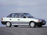 Images of Opel Astra Sedan (F) 1991–94