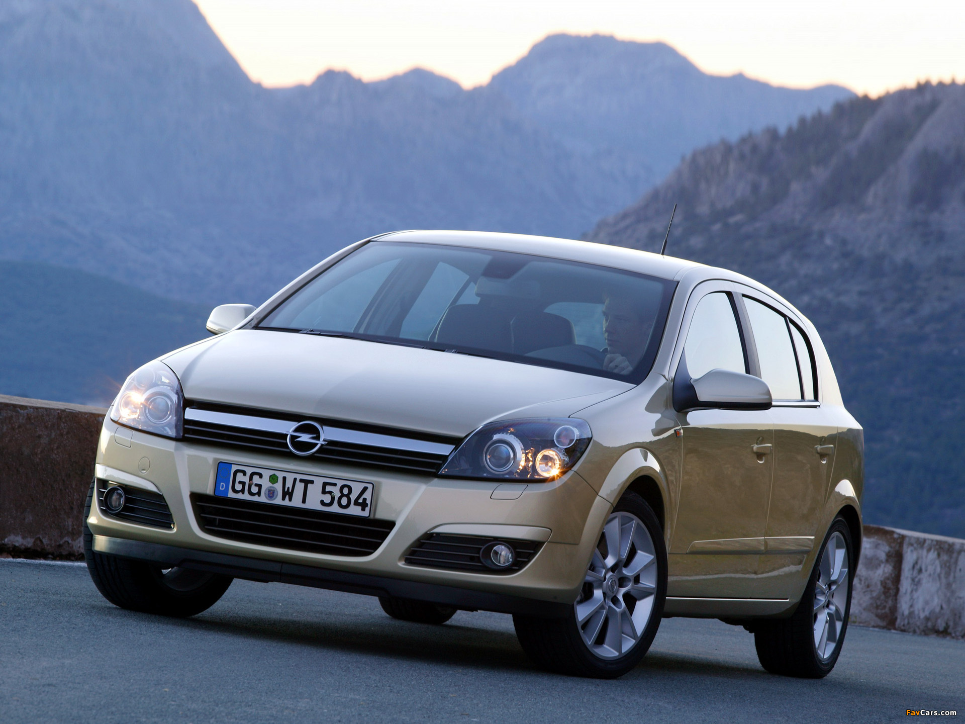 Images of Opel Astra Hatchback (H) 2004–07 (1920 x 1440)