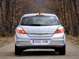 Opel Astra Hatchback (H) 2004–07 wallpapers