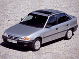 Pictures of Opel Astra Sedan (F) 1991–94