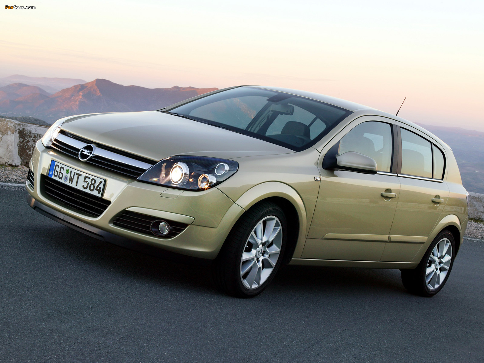 Opel Astra Hatchback (H) 2004–07 wallpapers (1600 x 1200)