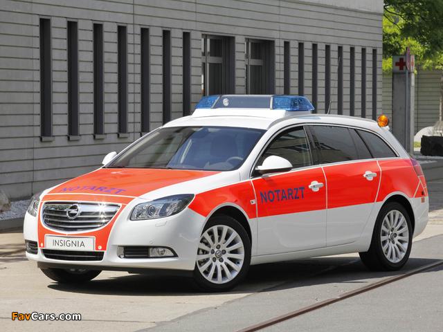 Opel Insignia Sports Tourer Notarzt 2011–13 photos (640 x 480)