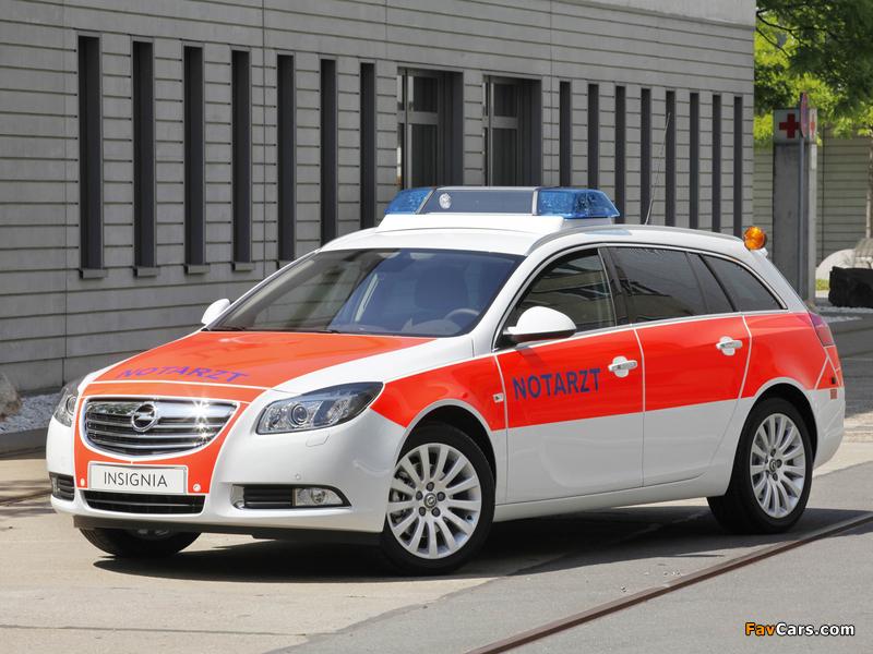 Opel Insignia Sports Tourer Notarzt 2011–13 photos (800 x 600)