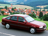 Opel Vectra Hatchback (A) 1992–95 photos