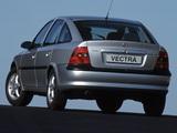 Opel Vectra Hatchback (B) 1995–99 images